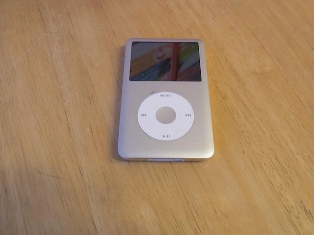 iPod classicイヤホン片方聞こえない 武蔵村山市のお客様